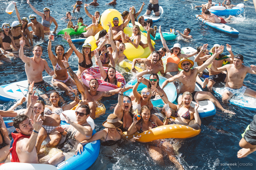 Raft party, havea crazy fun in the middle of the ocean